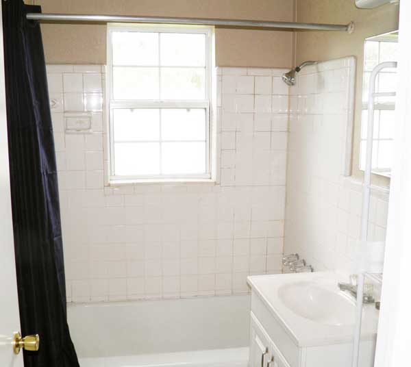 Bathroom has full-size tub/shower. (Room size: 8' x 5.5'.)